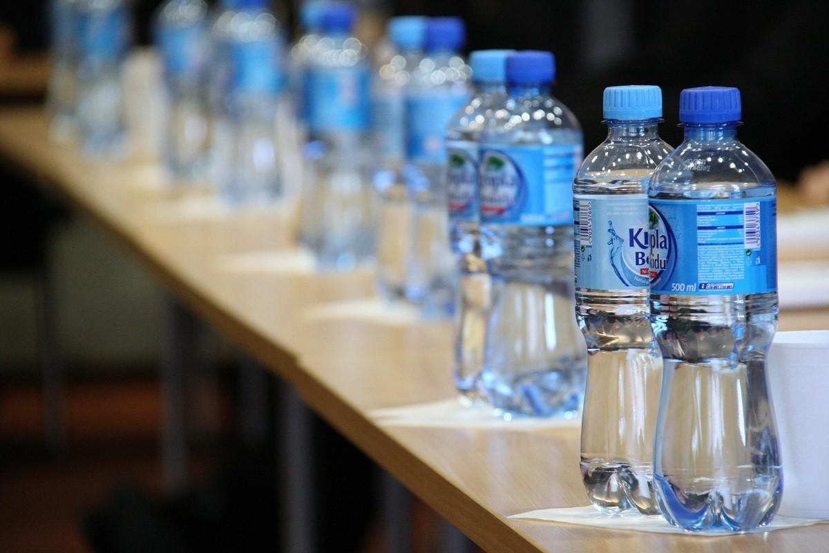 juhnfzht-ontslag-wegens-flesje-water